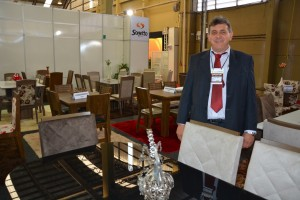 Diretor da Sonetto Móveis de Chapecó, Ilseo Rafaeli apresenta lançamentos em mesas e cadeiras na 10º edição da Mercomóveis