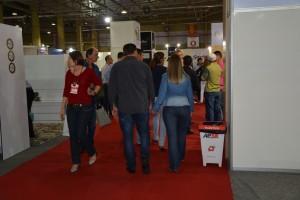 Visitantes conhecem produtos  dos 100 expositores presentes na Mercomóveis 2017