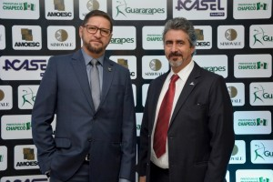 Presidente da Mercomóveis, José Derli Cerveira, e o presidente da Amoesc, Osni Verona