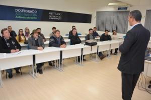 """Cerca de 20 empresários e representantes comerciais de fábricas prestigiaram o evento """"Exporta Mais Brasil"""", com foco para empresas do setor de móveis"""