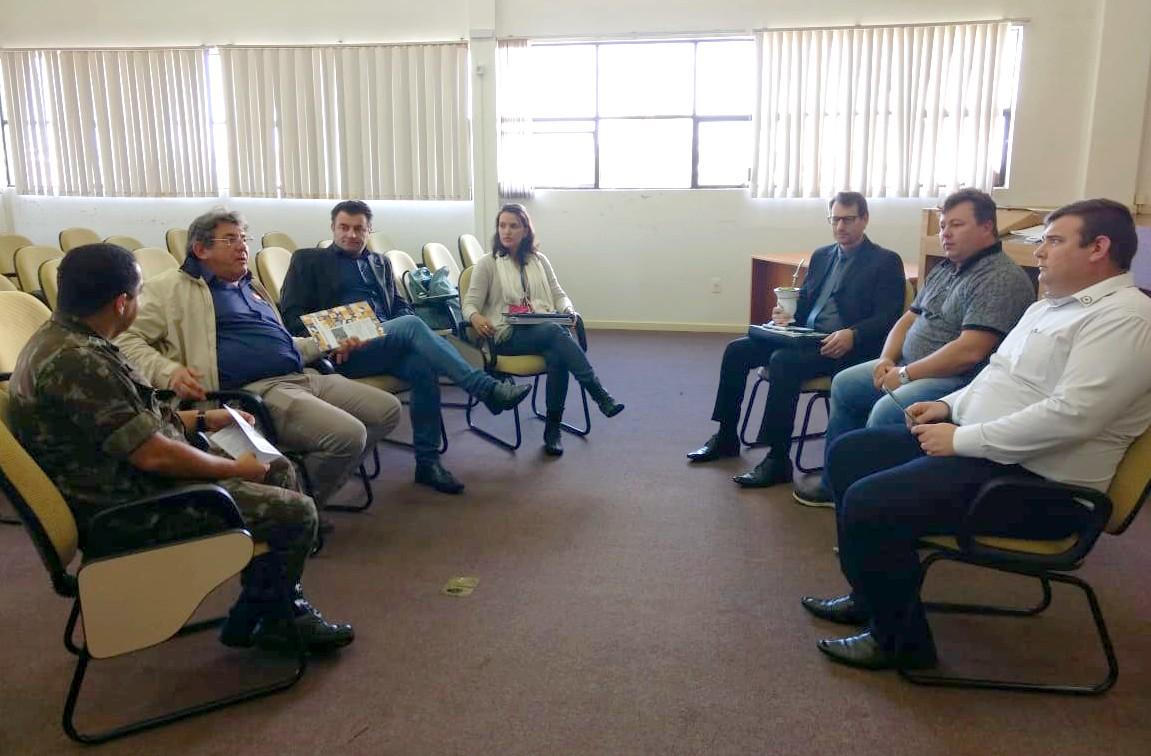 Rotary Chapecó (Distrito 4740) e representantes do IOM e exército brasileiro em visita ao Simovale (Foto – Simovale)