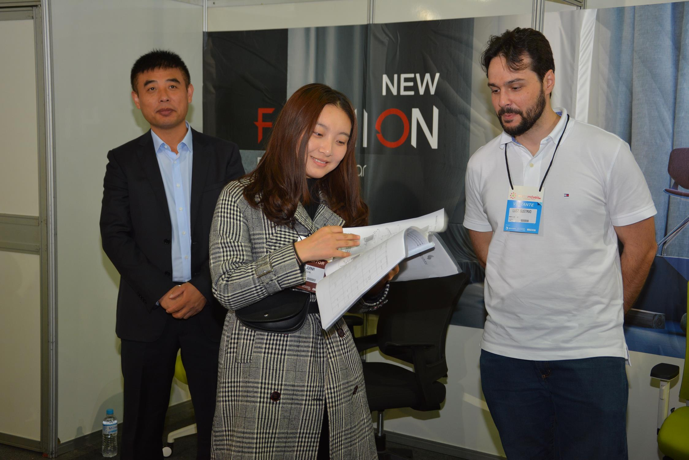 Expositores podem conhecer cartela de produtos da Kehong e Sitstar na Mercomóveis