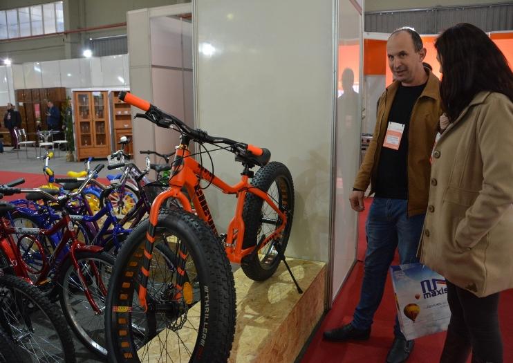 - Bicicleta Fat chama a atenção dos visitantes