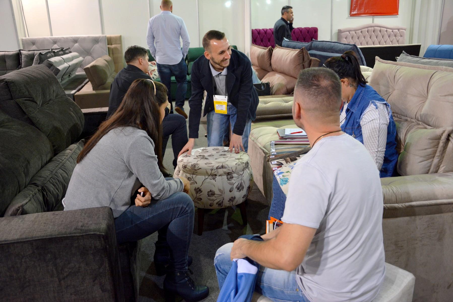 Visitantes conhecem a avaliam conforto e qualidade dos produtos